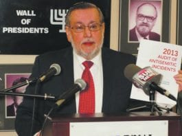 Frank Dimant fra B'nai Brith presenterer årets undersøkelse om antisemittisme i Canada. (Foto: B'nai Brith Canada.)