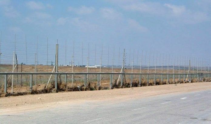 Grensegjerdet mellom Gaza og Israel. (Foto: Wikimedia Commons.)