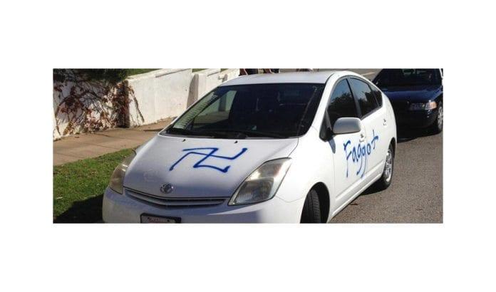 Et eksempel på vandalisering der noen har malt et hakekors på en bil, en av 751 registrerte antisemittiske hendelser i USA i fjor. Foto: Anti-Defamation League.