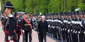 Kong Harald og president Shimon Peres inspiserer Garden mandag 12. mai. (Foto: Tor-Bjørn Nordgaard)