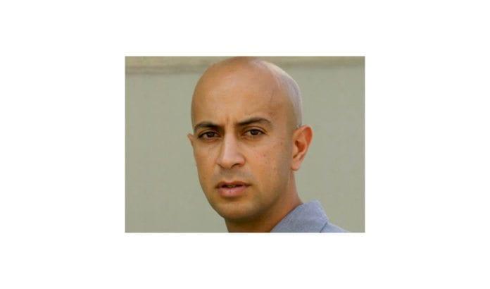 Journalist, analytiker og kommentator Avi Issacharoff ble utsatt for voldelig angrep av maskerte palestinske menn da han var på jobb på Vestbredden.