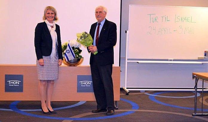 Mette Follestad og Per Antonsen på møtet i MIFF Asker 14. mai. (Foto: Privat)