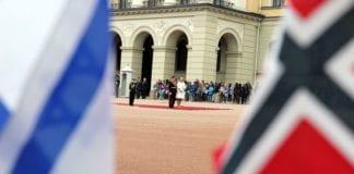 Kong Harald og kronprinsesse Mette-Marit står klar til å motta Israels president Shimon Peres under statsbesøket 12. mai 2014. (Illustrasjonsfoto: Conrad Myrland, MIFF)