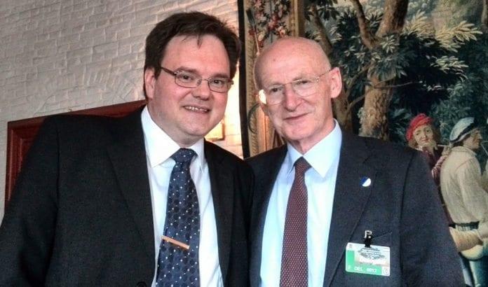 MIFFs styreleder Morten Fjell Rasmussen sammen med Rafi Walden, svigersønn og livlege til Israels president Shimon Peres. (Foto: Privat)