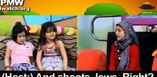 """Her får programlederen Rawan (til høyre) ei av jentene som besøker studioet til å si at hun vil """"skyte alle jødene"""" når hun blir stor. (Foto: Skjermdump fra Youtube / PMW.)"""