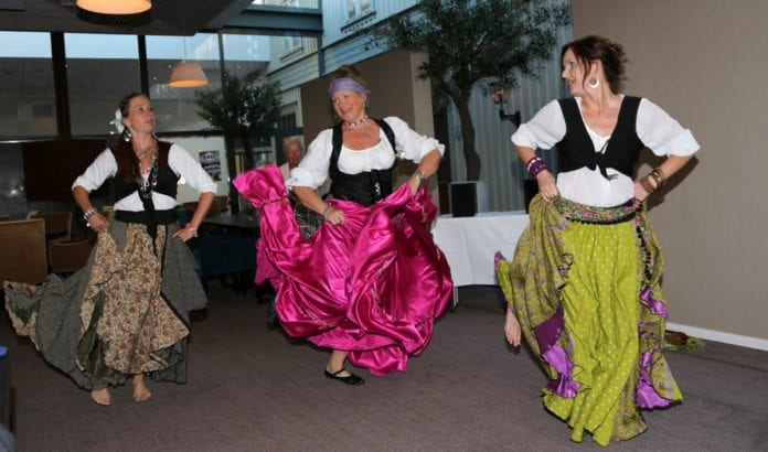 Dansegruppen Nilens-Lilith sto for underholdning under festmiddagen lørdag kveld. (Foto: Tor-Bjørn Nordgaard)