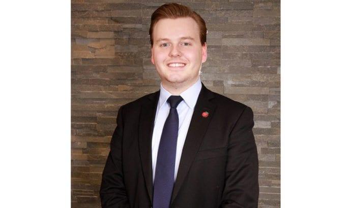 Kristian Eilertsen, leder i Troms Fremskrittspartiets Ungdom, mener eksamensoppgaven bryter Opplæringsloven. (Foto: Privat, Facebook)