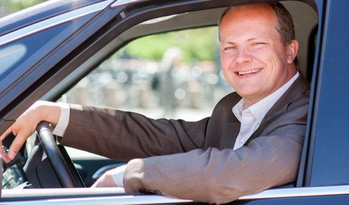 Samferdselsminister Ketil Solvik-Olsen sier ja til bruk av væpnede vakter på flyvninger til USA og Israel. (Foto: Tor Midtbø/ SD)
