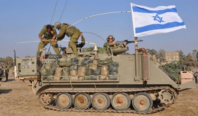 Et israelsk pansret personellkjøretøy i nærheten av Gaza. (Illustrasjonsfoto: IDF)