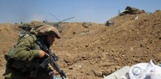 En israelsk soldat deltar i å ødelegge en angrepstunnel under operasjonen Skarp Beskyttelse. (Foto: IDF)