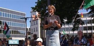 Aslaug Austbø, fungerende domprost i Stavanger, talte under demonstrasjonen. (Skjermdump fra NRK Dagsrevyen 19. juli 2014)