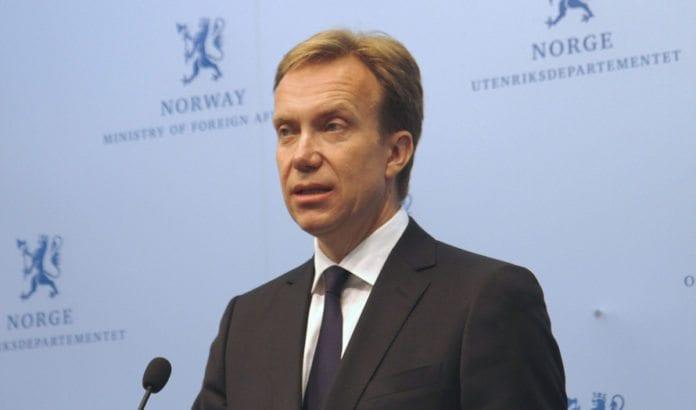Utenriksminister Børge Brende sier Norge fordømmer rakettangrepene mot Israel. (Foto: UD)