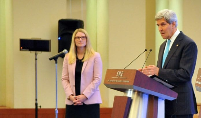 Marie Harf fra det amerikanske utenriksdepartementet, og USAS utenriksminister John Kerry. (Foto: USAs utenriksdepartement / Flickr.com)