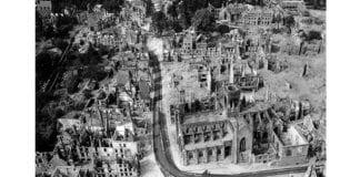 Den franske byen Vire etter alliert bombing i 1944. (Foto: Wikimedia Commons)