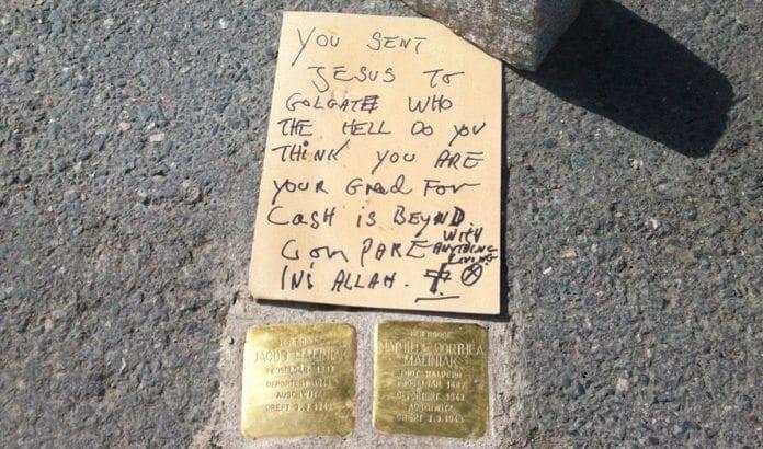 70 år etter at to norske jøder ble drept i Holocaust ble minnesteinene for dem vandalisert med hatefulle ord. (Foto: Desiree Savosnick)