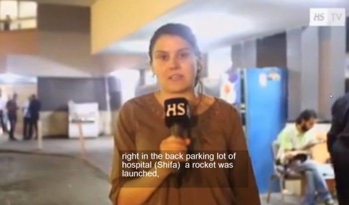 Aishi Zidan rapporterer for Helsingin Sanomat fra Gaza-stripen i juli. (Skjermdump fra YouTube)