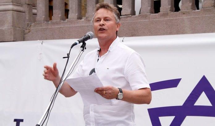 Bengt-Ove Nordgård, nestleder i MIFFs hovedstyre, taler på støttemarkeringen i Oslo 10. august 2014. (Foto: MIFF)