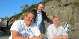 Mats Danielsen (Rogaland) (f.v.), Kristian Eilertsen (Troms) og Christoffer Thomsen (Hordaland) leder fylkeslag i FpU med sterkt engasjement for Israel. Onsdag fikk de enstemmig gjennom en pro-israelsk resolusjon rettet mot FrPs stortingsgruppe i landsstyret. (Foto: Fredrik Juel Hagen, FpU)
