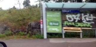 """""""Fuck jøder"""" var budskapet på bussholdeplassen ved Hellerud t-banestasjon mandag. (Foto: Privat)"""