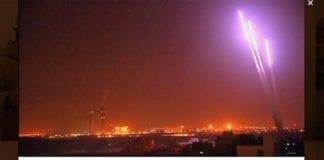 Dette bildet av raketter som er avfyrt fra Gaza mot Israel ble tatt tirsdag kveld, og publisert på Twitter. (Foto: Skjermdump fra Twitter)