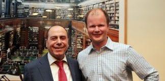 Israels energiminister Silvan Shalom sammen med MIFFs daglig leder Conrad Myrland. (Foto: MIFF)