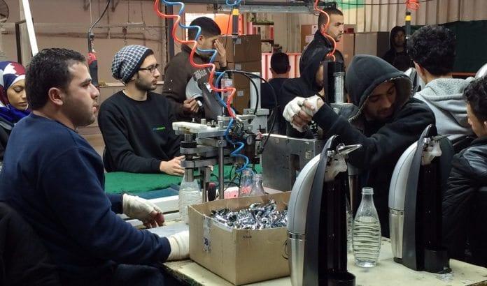 De palestinske arbeiderne ved SodaStream-fabrikken har mye bedre arbeidsbetingelser enn det de kunne fått hos en palestinske arbeidsgiver. (Illustrasjonsfoto: CC BY-SA HonestReporting.com, flickr.com)