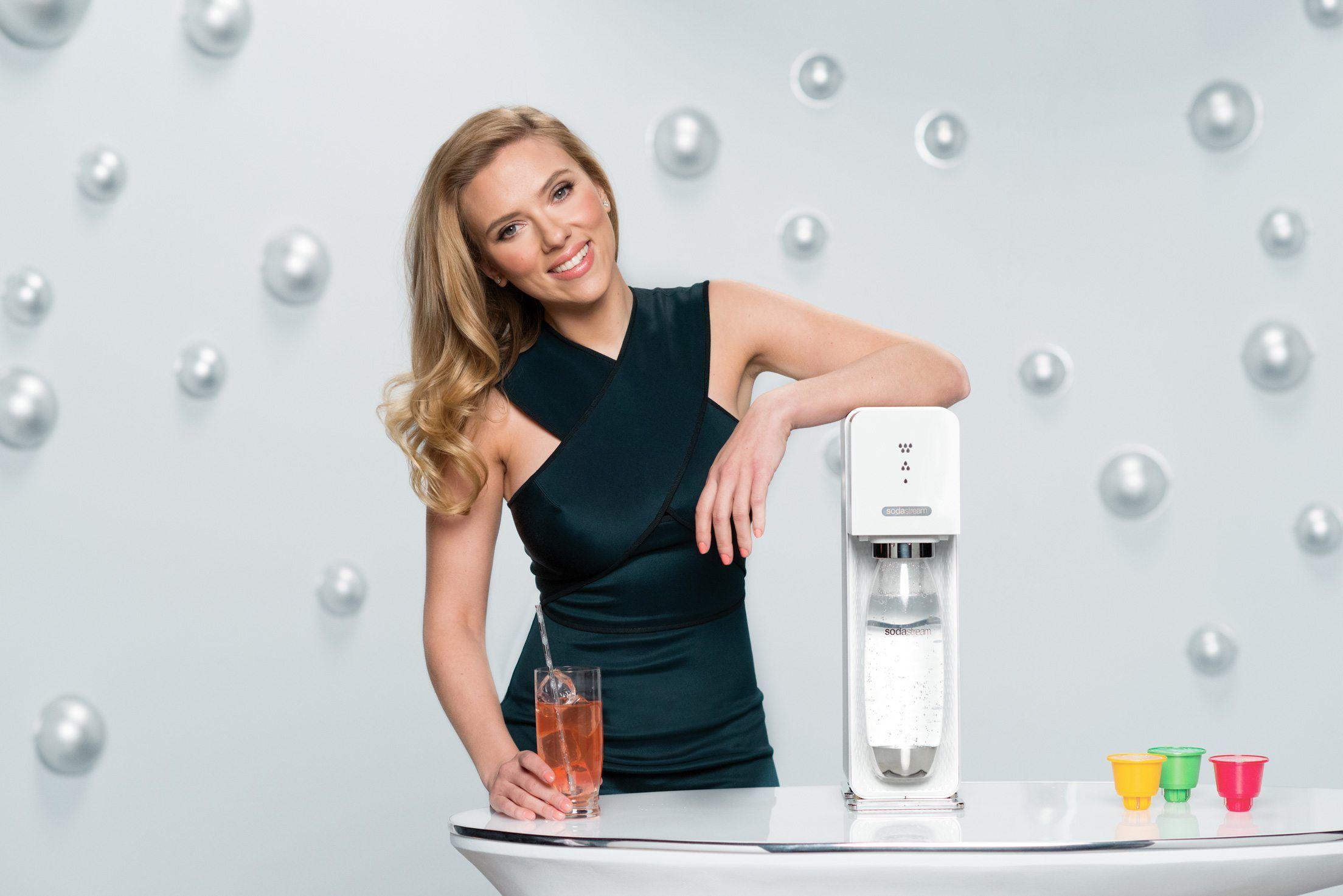 Skuespilleren Scarlett Johansson anbefaler SodaStream-produktene.