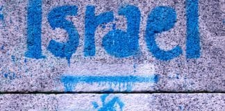 To gutter i Gøteborg tegnet hakekors og krysset over davidsstjerne, men er frikjent for hets mot folkegruppe. Bildet er hentet fra en annen sammenheng. (Illustrasjonsfoto: gaelx, flickr.com)