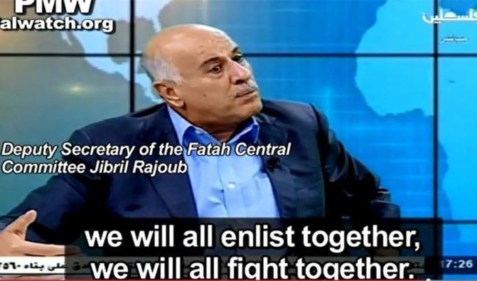 Nestlederen i Fatahs sentralkomité, Jibril Rajoub, sier Hamas og Fatah vil kjempe sammen mot Israel med våpen når tiden er inne. (Foto: Skjermdump fra YouTube / PMW)
