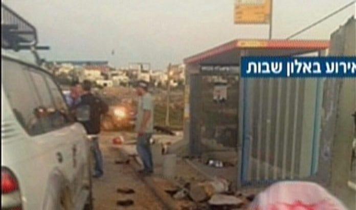 Åstedet i Alon Shvut, der tre personer ble knivstukket mandag. (Foto: Skjermdump fra Channel 2)