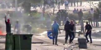 Opptøyer etter fredagsbønn 21. november. (Foto: Skjermdump fra web-tv AP / Times of Israel)