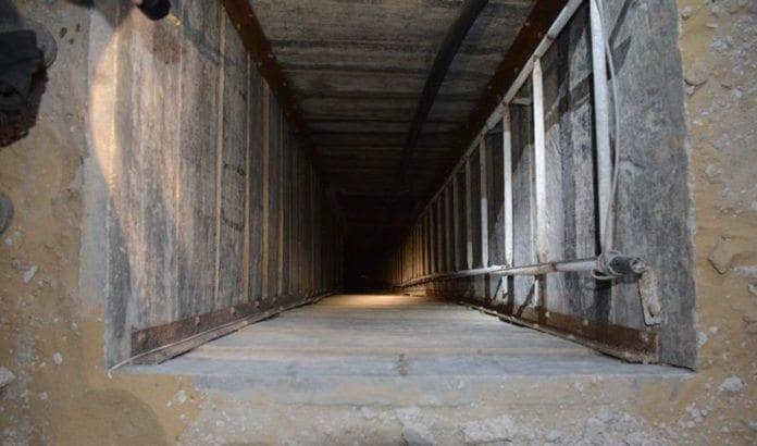 Fra innsiden av en av terrortunnelene til Hamas som ble avdekket av det israelske forsvaret i sommer. (Foto: IDF / Flickr.com)