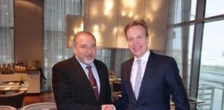 Avigdor Lieberman og Børge Brende møtes 7. januar 2015. (Foto: Den norske ambassaden i Tel Aviv/ Twitter)