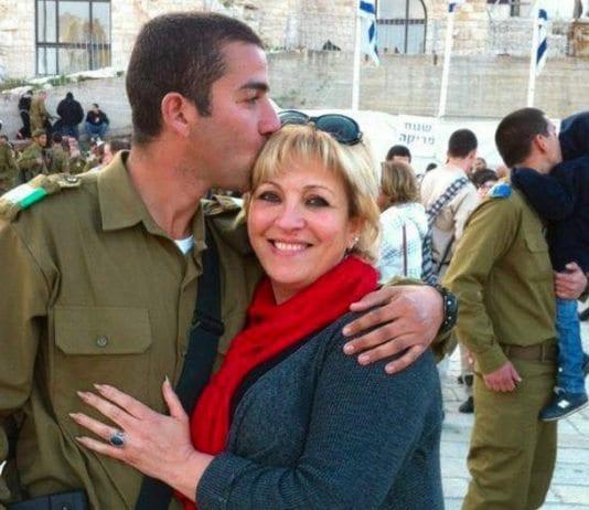 Anett Haskia og sønnen som tjenestegjør i IDF. (Foto: Privat/ Facebook)