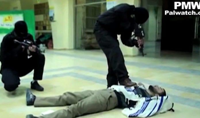 Skjermdump fra Hamas-studentenes musikkvideo. (Fra Facebook-siden til studentene, via PMW)