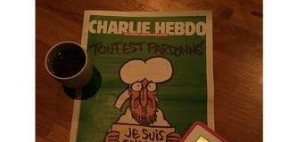 Forsiden på Charlie Hebdo onsdag 14. januar 2015 - første utgave etter terrorangrepet. (Foto: Frédérique Laporte, flickr)