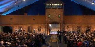 300 Holocaust-overlevende var med på dagens markering av at det er 70 år siden Auschwitz ble frighort. (Foto: Skjermdump fra YouTube / Jpost.com)
