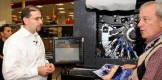 USAs ambassadør til Israel Daniel Shapiro på besøk hos HPs produksjonsanlegg i Kiryat Gat i Israel. Her utvikles avanserte printere som også brukes i det norske markedet. (Foto: US Embassy Tel Aviv, flickr)