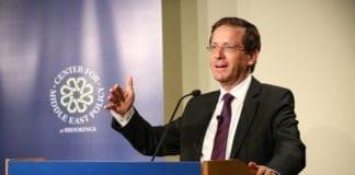 Arbeiderpartiets leder Isaac Herzog kan bli Israels neste statsminister ifølge ny meningsmåling. (Foto: Brookings Institution / Flickr.com)