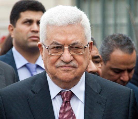 Mahmoud Abbas holder mulige etterfølgere på trygg avstand. (Foto: Olivier Pacteu / Flickr.com)