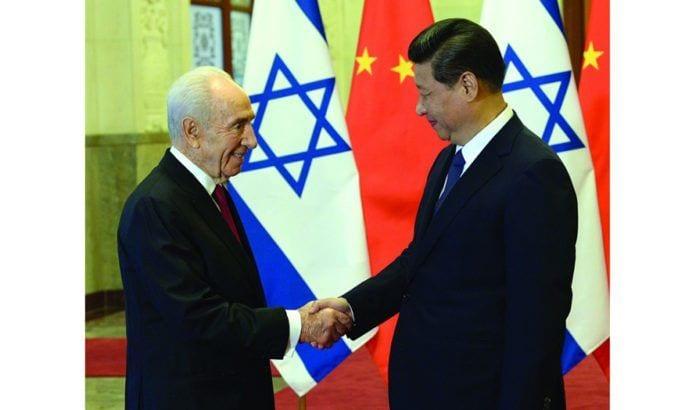 Israels tidligere president Shimon Peres i møte med Kinas president Xi Jinping i 2014. (Illustrasjonsfoto: GPO)