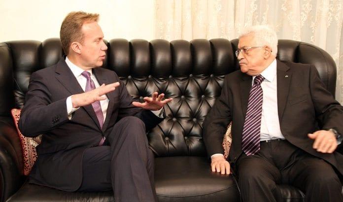 Utenriksminister Børge Brende i samtale med PA-president Mahmoud Abbas. (Foto: Frode Overland Andersen/UD)