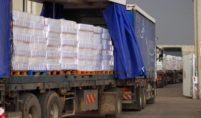 Lastebiler med varer på vei inn i Gaza ved grenseovergangen Kerem Shalom. (Illustrasjonsfoto: IDF)