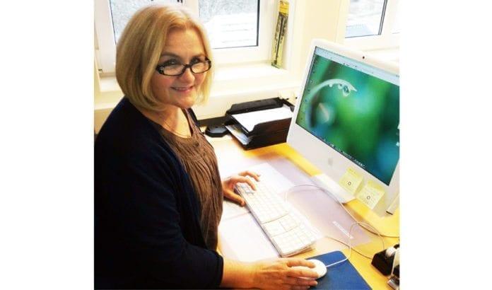 Margit Liljan Apelthun (bildet) tar nå layouten på Midtøsten i fokus. (Foto: Privat)