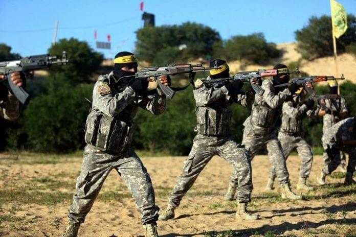 Fatahs væpnede styrker øver på å angripe Israel under en øvelse i Gaza 6. mars. (Foto: Facebook)