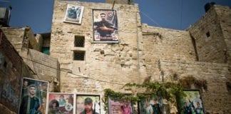 Plakater av terrorister som har fått martyrstatus blant palestinerne henger langs gatene blant annet i Nablus, hvor bildet er tatt. (Illustrasjonsfoto: David Ortmann / Flickr.com / CC)