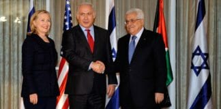 Hillary Clinton sammen med Israels statsminister Benjamin Netanyahu og de palestinske selvstyremyndighetenes president Mahmoud Abbas i Jerusalem i 2010. (Illustrasjonsfoto: Det amerikanske utenriksdepartementet / Flickr.com)