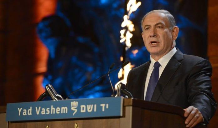Statsminister Benjamin Netanyahu talte på Yad Vashem på kvelden før Holocaustminnedagen, onsdag 15. april 2015. (Foto: GPO)