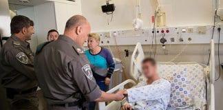 Grensepolitimannen i sykehussengen ble knivstukket ved Patriarkene Hule i Hebron i helgen. (Foto: Det israelske politiet)