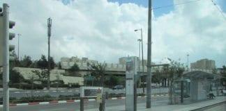 Trikkestasjonen i Givat Hamivtar, hvor angrepet mandag formiddag fant sted. (Illustrasjonsfoto: Wikimedia Commons)